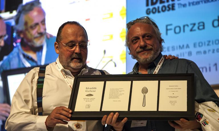Davide Scabin, nella foto con Paolo Marchi, ha ape