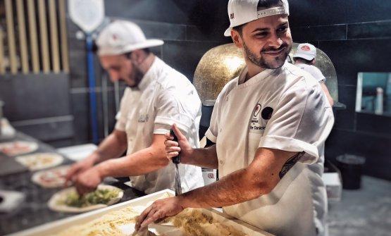 Paolo Campana, al suo esordio su Identità Golose, tratteggia la figura di Pier Daniele Seu come modello del pizzaiolo romano moderno. Qui foto dello stesso Campana, le altre nell'articolo sonodi Azzurra Motta e Lido Vannucchi