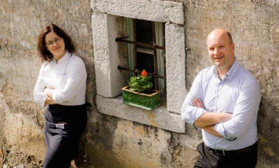 Ksenija Kraišek (chef) eMartin Mahor�i� (in sala), marito e moglie al comando diGostilna Mahor�i�aKozina (Slovenia), un ristorante raffinato in mezzo ai colori del Carso, telefono+386.(0)5.6800400