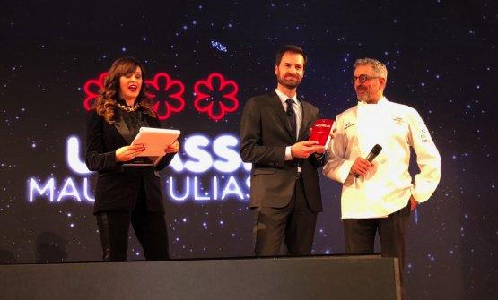Mauro Uliassi incoronato da Marco Do di Michelin Italia. E' lochef di Uliassi a Senigallia (Ancona), il decimo ristorante italiano con 3 stelle Michelin