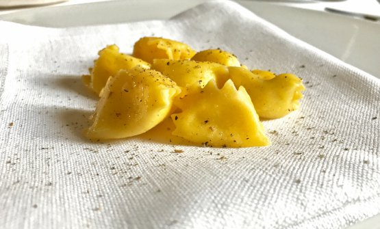 Raviolo with caciocavallo and Timut pepper