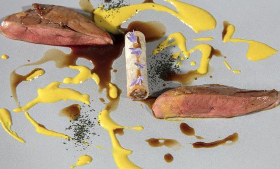 Il piccione viaggiatore. Un petto di piccione glassato al geranio aromatico, croccante di spring rolls con crema d'anacardo e lavanda, jus d'oriente, polvere di cavolo nero del mio orto: è la ricetta che Davide Pezzuto, chef del D.One di Montepagano (Teramo) ha scelto di presentarci per il 2017
