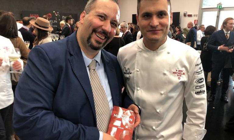 Francesco Palumbo e Gabriele Boffa, sala e cucina dellaLocanda del Sant'Uffizioa Cioccaro di Penango (Asti) diEnrico Bartolini