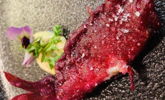 Triglia in tempura di ibisco
