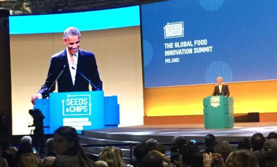 Barack Obama, 55 anni, sul palco di Seeds and Chip