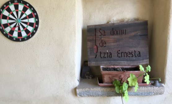 We slept at Sa domu de tzia Ernesta, a cosy hotel created by Petza a few metres from Casa Puddu