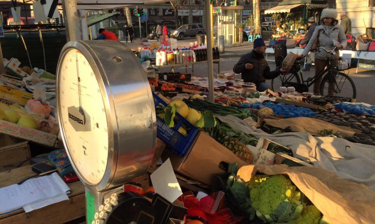La bancarella di Stefania e AlbertoCafagnasi trovalunedì al mercato divia San Marco a Milano,martedì in via Fauché,giovedì in via Cesariano, venerdì a Biringhello di Rho e sabato a Mazzo di Rho. Telefono +39.334.3329280
