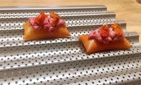 Patata soffiata, carne di vicciola e salsa tonnata