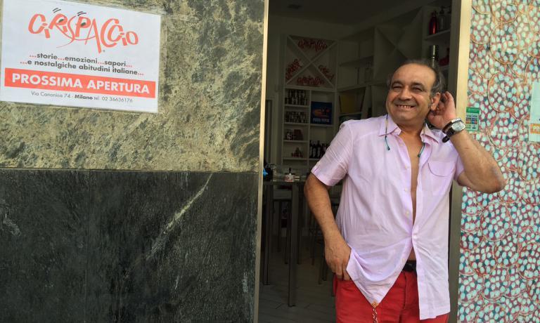 Cosimo Mogavero davanti al suo nuovo Cirispaccio, il negozio di Ciripizza