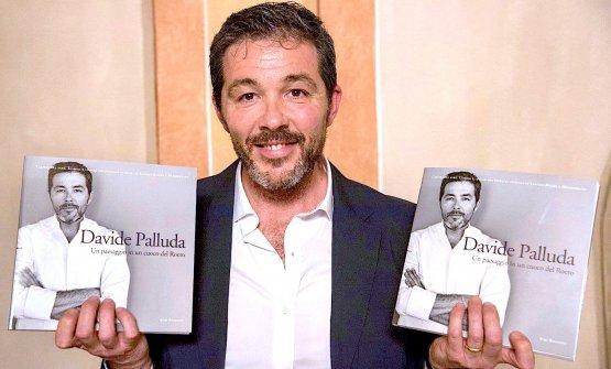 Davide Palluda alla presentazione del suo libroDavide Palluda. Un paesaggio in un cuoco del Roero