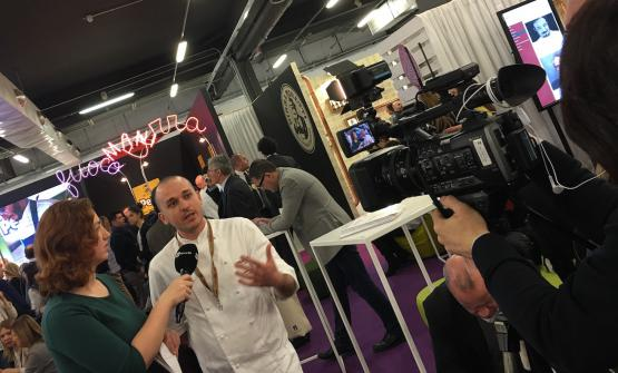 La giornalista Paola Cutini di Rai News 24 he intervista a Identità Milano lo chefAlessandro Rapisarda, vincitore del titolo italiano alS.Pellegrino Young Chef2016