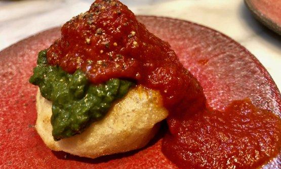 Montanarina della Nonna: salsa di friarielli e unapolpettinadi carne nascosta sotto a una colata diragùnapoletano. Occorre aggiungere altro?