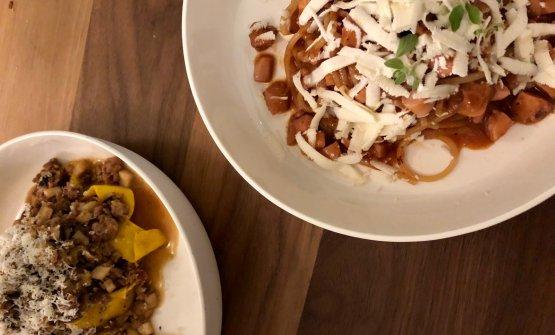 Primi: Tagliatelle ragùd'agnello, cardoncelli e pecorino di fossa e Spaghetti, ragù di polpo e roccolo