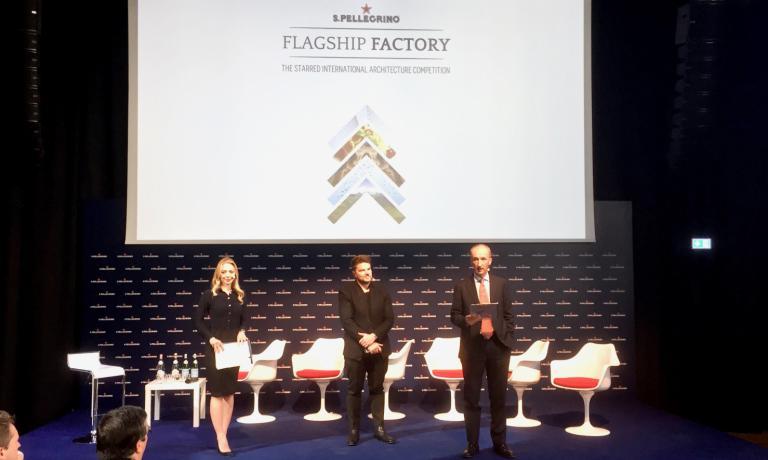 L'archistarBjarke Ingels, al centro, con il ceo del Gruppo Sanpellegrino Stefano Agostini, poche ore fa durante la presentazione della nuova S.Pellegrino Flagship factory
