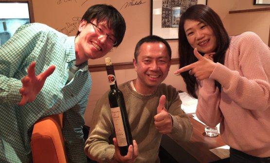Tre fan giapponesi del Moscato di Scanzo di Biava