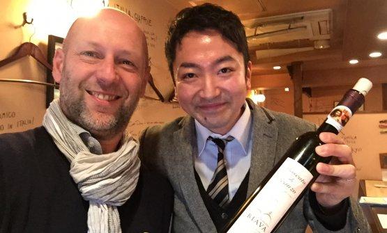 Manuele Biava con un amico giapponese