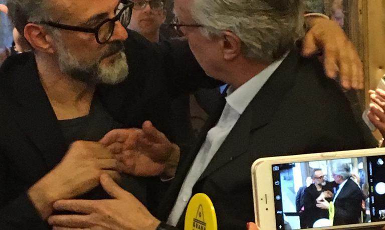Massimo Bottura con Alain Ducasse martedì, durante la festa a Eataly. E' stata anche l'occasione per presentare le prossime edizioni di Identità a New York e Chicago