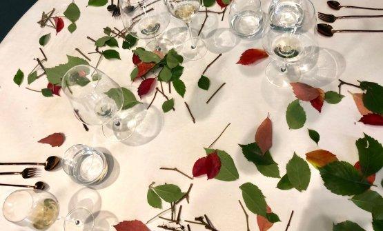 La composizione finale della tavola (c'è lo zampino di Anna Paparozzi, flower designer, mogliedel cuoco)