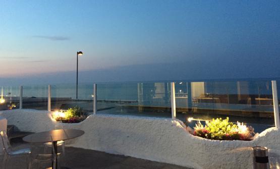 Il blu mare davanti al ristorante (foto Laura Dipietrantonio)