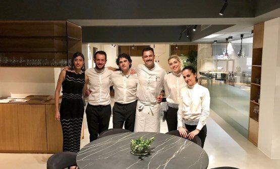 Lo staff di sala del Balìce: con lo chef la sorellaManuela Caravello, il maître Salvatore La Cava, il sommelier Tommaso Trio, Corina Dolana, Mariella Ruggeri