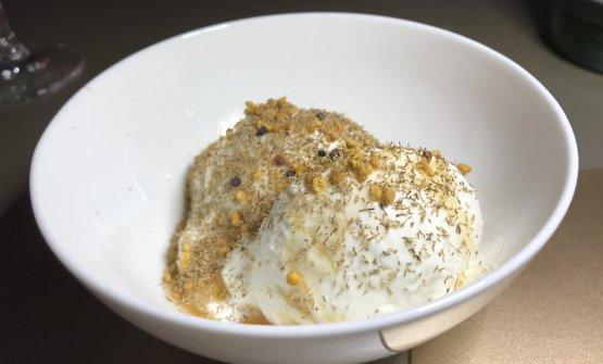 Mousse di yogurt, miele di castagno, polline e camomilla