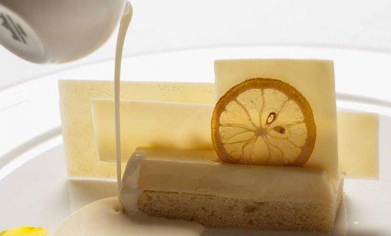 Charlotte limone, zafferano, mandorla e cioccolato bianco