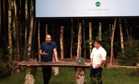 A sinistra, Dan Giusti, ex sous chef del Noma: missione cibo per gli studenti delle scuole