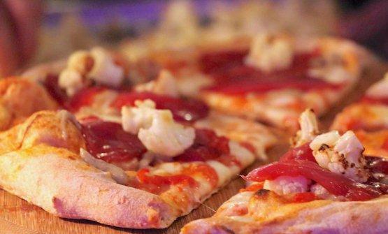 La pizzaTonno al sapore nikiri, crema di melanzane perlina, cavolfiore arrosto, crema di barbabietola, olio evo