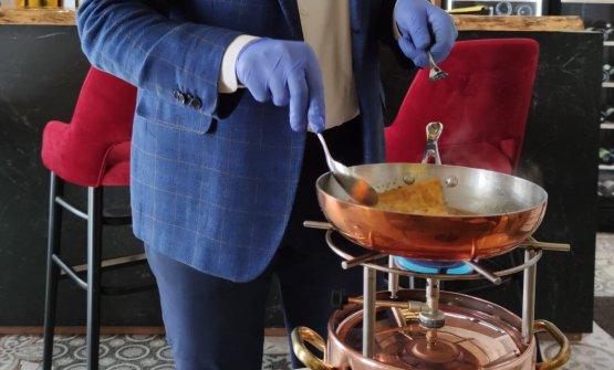 La preparazione al tavolo delle Crepes Suzette flambé