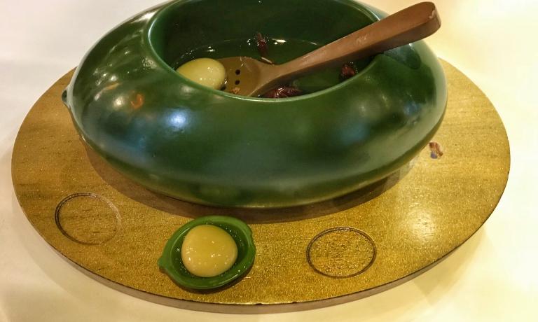 Un classico degli Adrià: le olive sferificate
