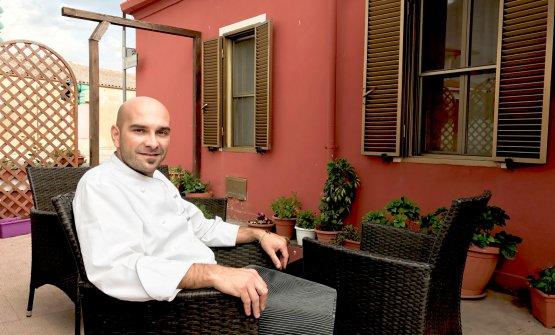 Roberto Serra, instancabile propugnatore della migliore cucina sarda col suo Su Carduleu ad Abbasanta (Oristano)