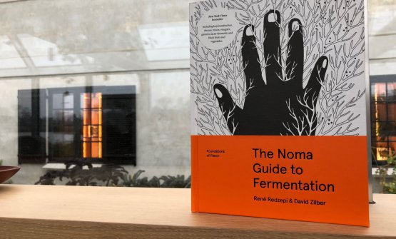 """The Noma Guide to fermentation."" In Italy it's published by Giunti (460 pages, 49 euros, you can buy it online)"