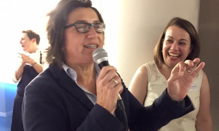 MATTATRICE. Sandra Ciciriello, padrona di casa di Alice, detta i ritmi della festa conMaria Canabal