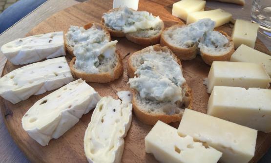 La ruota dei formaggi di Beppino Occelli da Farigliano (Cuneo), tra i protagonisti più autorevoli della decima edizione di Cheese, la grande parata del formaggio di qualità, chiusa domenica 21settembre, manifestazione internazionale a cadenza biennale organizzata da Slow Food e Città di Bra (Cuneo)