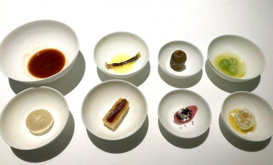 Mezedesda appetizer, «come nell'Antica Grecia. Quindi assaggi perlopiù vegetali, solo uno dei quali prevede anche proteine». Guidara ci vede l'origine della nostra giardiniera, ma anche delle tapas spagnole