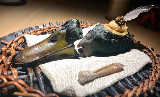 Duck Feast #1: cervella E' l'inizio dell'anatra in 4 servizi, piatto simbolo del presente menu. Il primo dei quattro assaggi è unatempura di cervella d'anatra, marinata con timo artico e ginepro