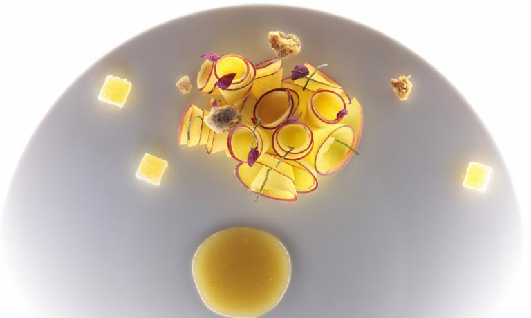 La Pesca Amaretto è la ricetta per l'estate proposta a Identità Golose da Stefano Baiocco, pluripremiato chef del Villa Feltrinelli di Gargnano (FotoMassimo Loda)