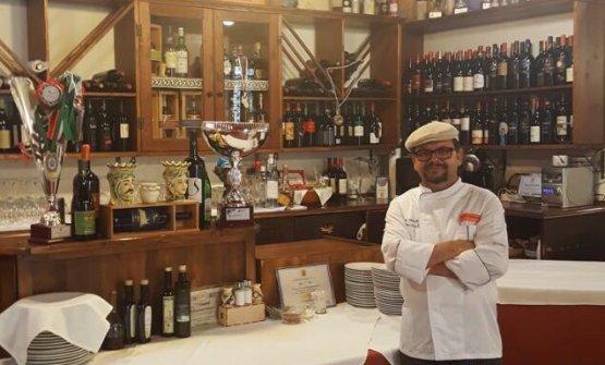 Tancredi è in via Pietro Messina29 a Palazzolo Acreide (Siracusa),telefono +39.368.514987. Nella foto, il cuoco paron Tancredi Parentignoti