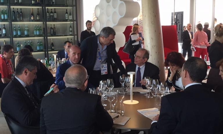 After Renzi and Martina, who yesterday visited Identità Expo, event Pier Carlo Padoan, Minister of Economy and Finance, tasted Massimo Bottura's menu. To his right Piero Galli, Expo Milano 2015's general manager, and Roberto Arditti, the event's public relations manager