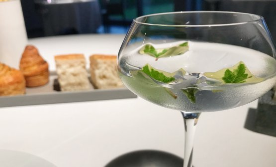 Il cocktail a base di Pisco, gin, acqua tonica e Moscato