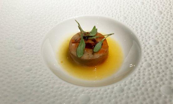 Rana pescatrice:fegato di rana pescatrice, tucupì, miele di trifoglio, salsa di soia affumicata, germogli di coriandolo