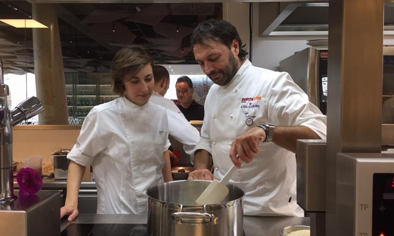Claudia Innorta e Ugo Alciati, coppia nel lavoro, uno dei rarissimi casi in cui lo chef maschio ha una sous chef donna. Li trovate a Serralunga d'Alba, al Guido ristorante (+39.0173.626162), ed eccezionalmente a Identità ExpoS.Pellegrino fino a domenica