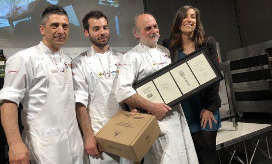 Corrado Assenza, secondo da destra, con il figlio
