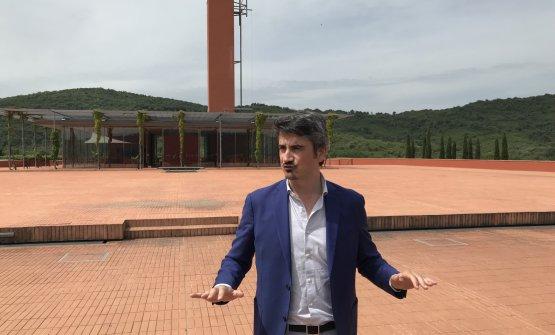 Il direttore marketing e comunicazione Pericle Paciello sulla terrazza di Rocca di Frassinello