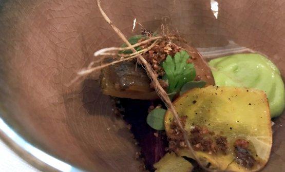 Sottoterra, omaggio alle verdure dell'orto con spuma di patate, terra di buccia di patata, topinambur, radici...