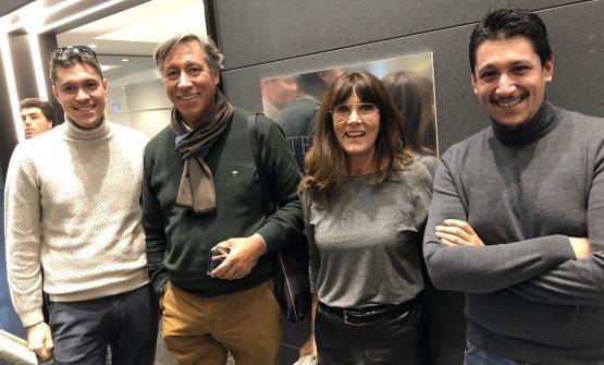 Mattia, Enzo,Rosellina e Stefano Maniasnel dicembre scorso a Milano, quando furono premiati come Famiglia dell'anno dalla Guida di Identità Golose