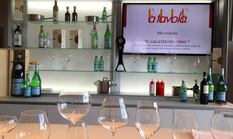 Secondo appuntamento, ieri, con le Lezioni di cucina di Elle a Tavola a Identit� Expo. Si � parlato del modo giusto di servire (e abbinare) il vino