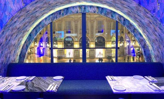 Nell'iconica Galleria Vittorio Emanuele, a due