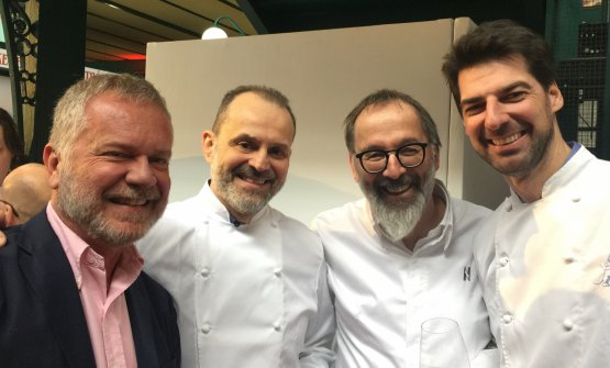 Fulvio Marcello Zendrini, a sinistra, è stato alMichelin Europe Star Day, c'èerano anche molti top chef italiani, come quelli nella foto: Nicola Portinari, Norbert Niederkofler, Massimiliano Alajmo