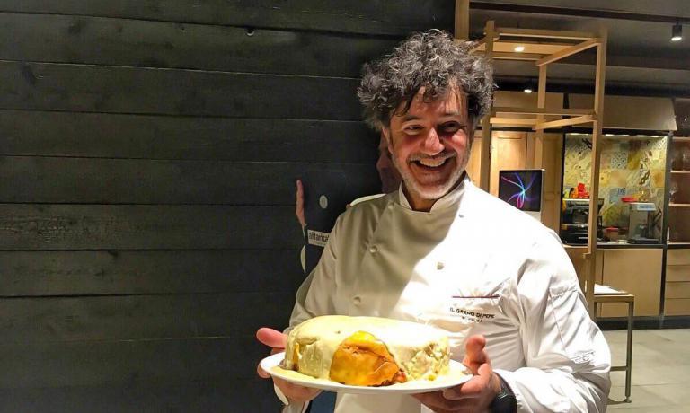 Rino Duca, originario di Leonforte, si trasferisce con la famiglia a Palermo quando ha meno di un anno. Dal 1992 si sposta a Modena, dove nel 2008 apre il suo ristorante, il Grano di Pepe